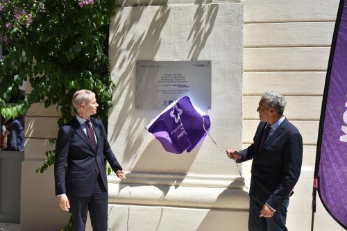 Philippe Saurel et Franck Riester dévoilent la plaque du MOCO - Hôtel des collections